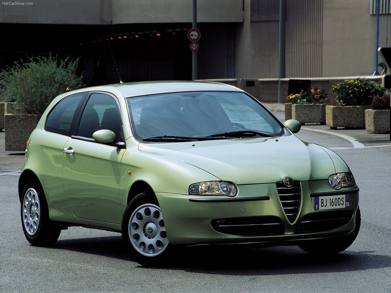2000 alfa romeo 147 photos informations articles. Black Bedroom Furniture Sets. Home Design Ideas
