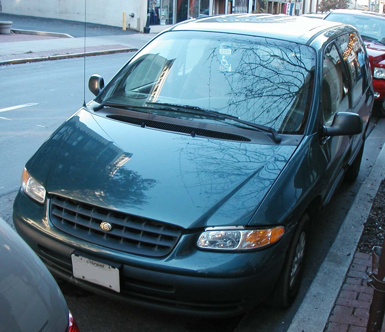 2000 Chrysler Voyager Photos, Informations, Articles