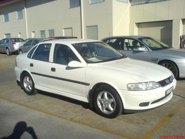 2000 Holden Vectra #14