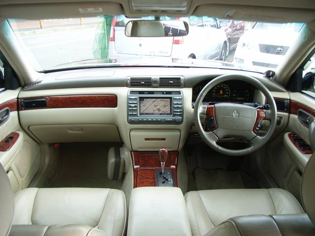 2000 Toyota Crown #16