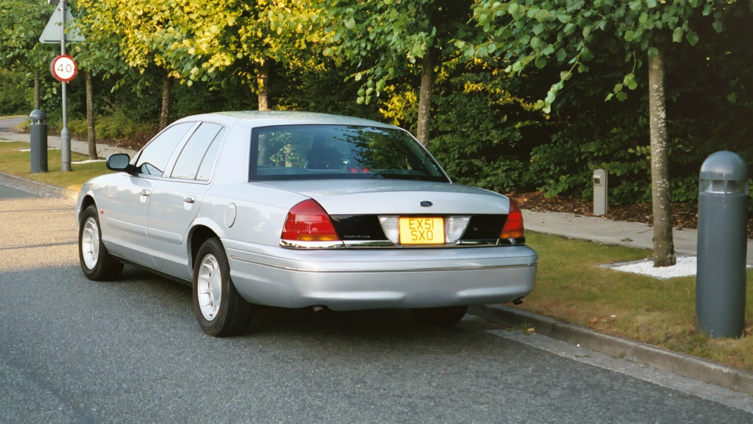 2001 Ford Crown Victoria #23