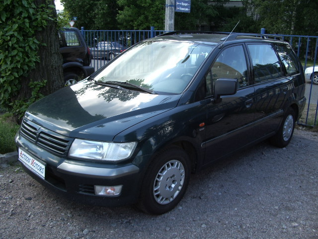 2001 Mitsubishi Space Wagon #13