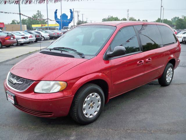 2002 chrysler town and country photos informations articles. Black Bedroom Furniture Sets. Home Design Ideas