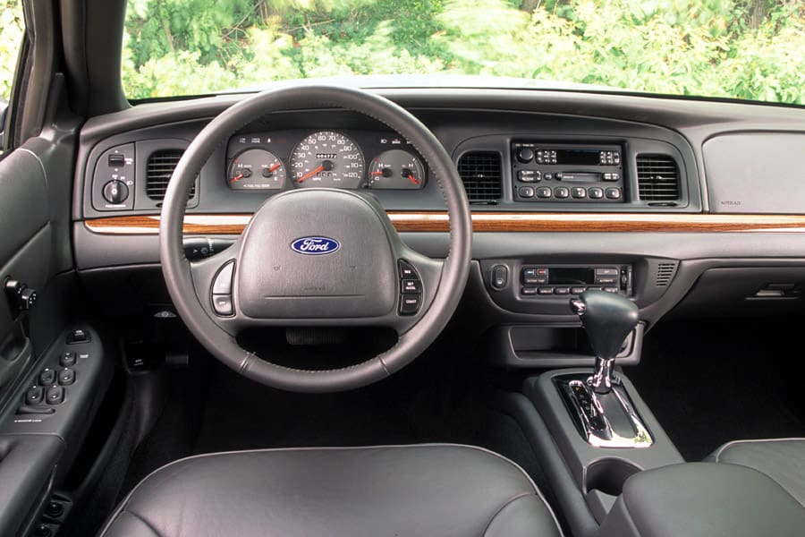2002 Ford Crown Victoria #21