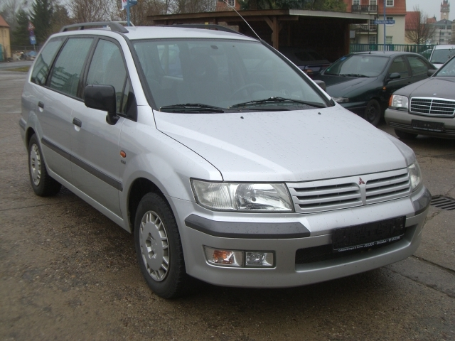 2002 Mitsubishi Space Wagon #16