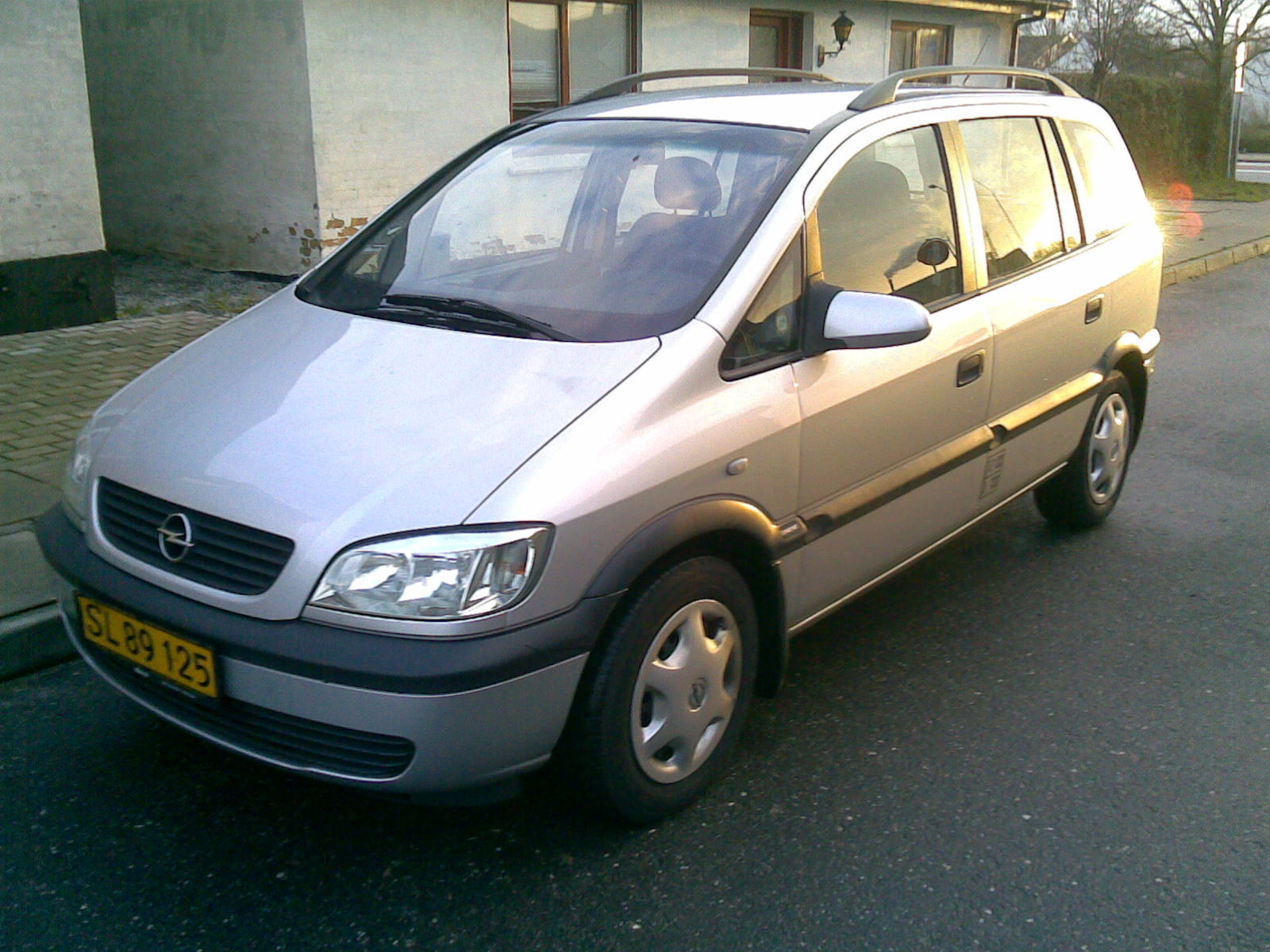 2002 opel zafira photos informations articles. Black Bedroom Furniture Sets. Home Design Ideas