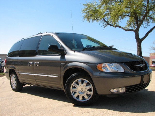 2004 Chrysler Town And Country #19