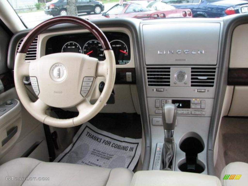 2004 Lincoln Aviator #16