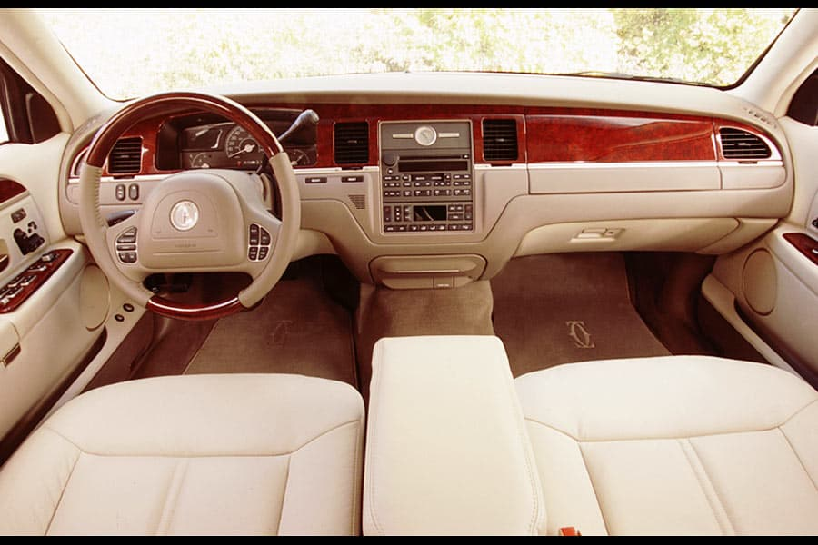 2004 lincoln town car photos informations articles. Black Bedroom Furniture Sets. Home Design Ideas