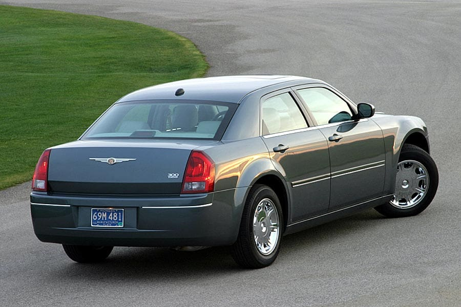 2005 Chrysler 300 #17