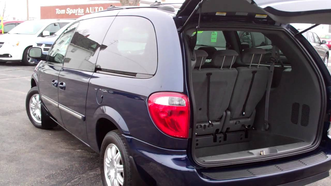 2005 Chrysler Town And Country #14
