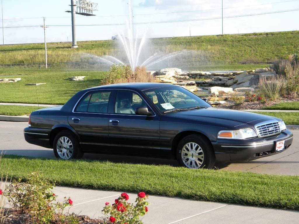 2005 Ford Crown Victoria #26