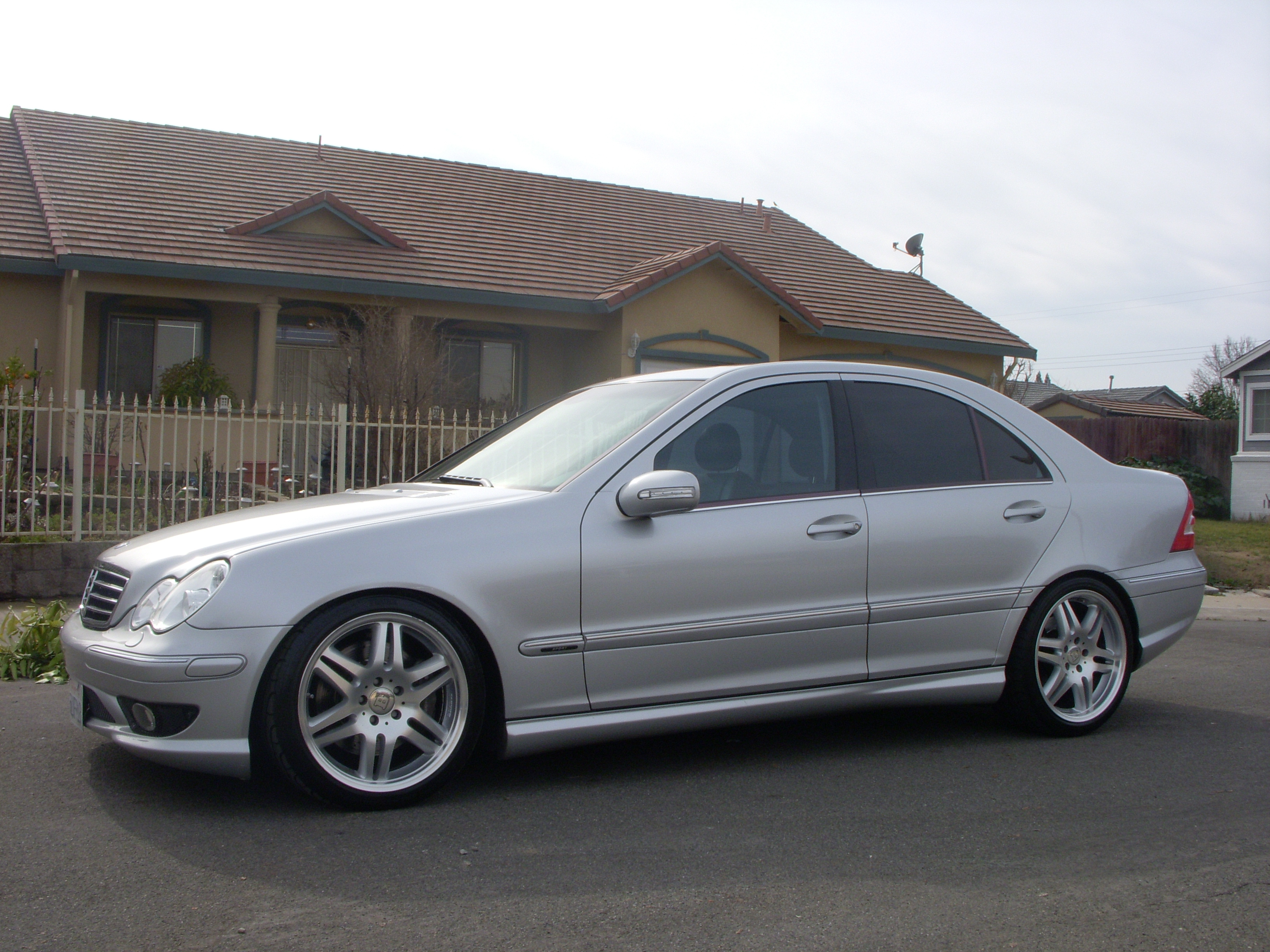 2005 mercedes benz c class photos informations articles. Black Bedroom Furniture Sets. Home Design Ideas