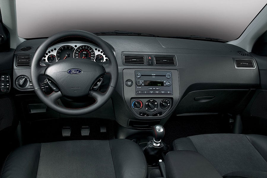2007 ford focus zx3 se coupe 5 speed manual transmission photo.