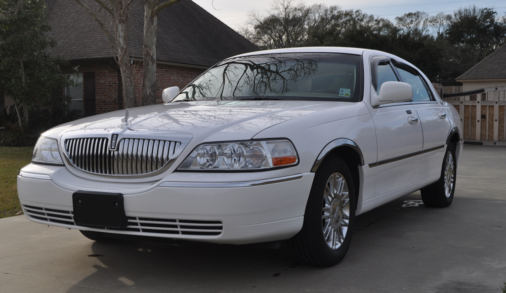 2009 lincoln town car photos informations articles. Black Bedroom Furniture Sets. Home Design Ideas