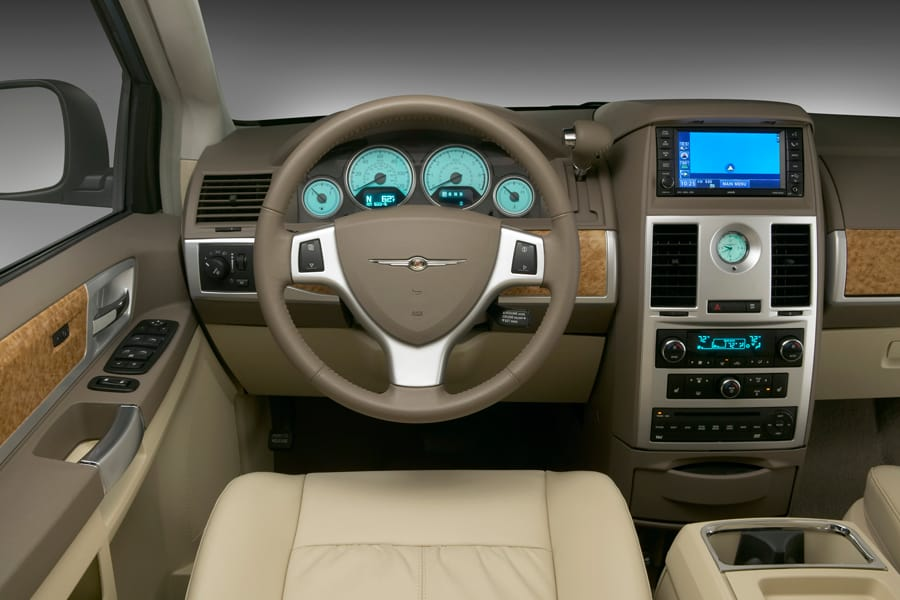 2010 Chrysler Town And Country #18