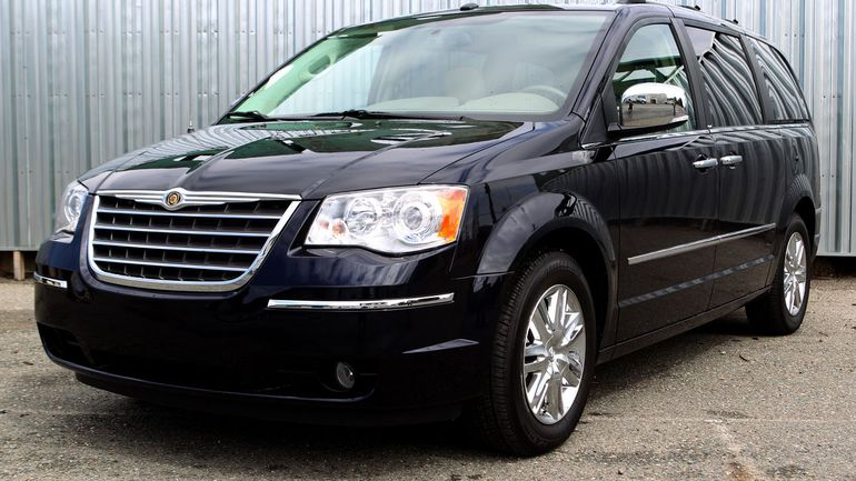 2010 Chrysler Town And Country #16
