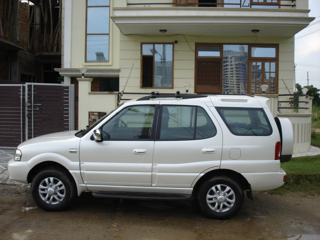 2010 Tata Safari #21