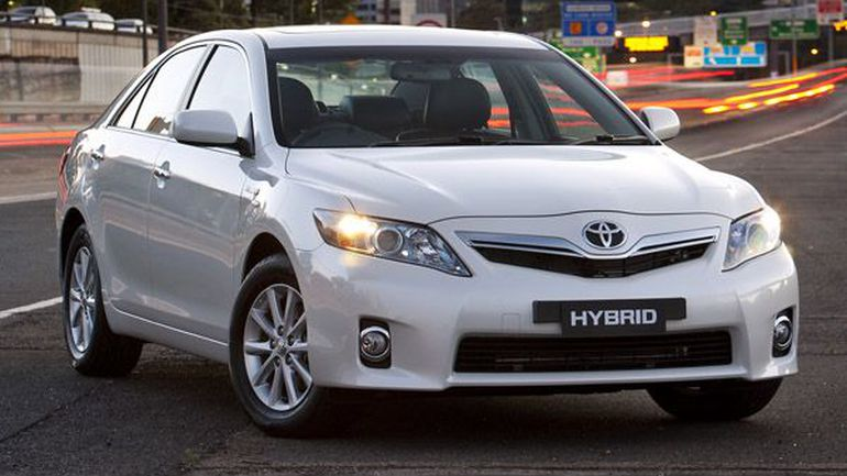 2010 toyota camry hybrid photos informations articles. Black Bedroom Furniture Sets. Home Design Ideas