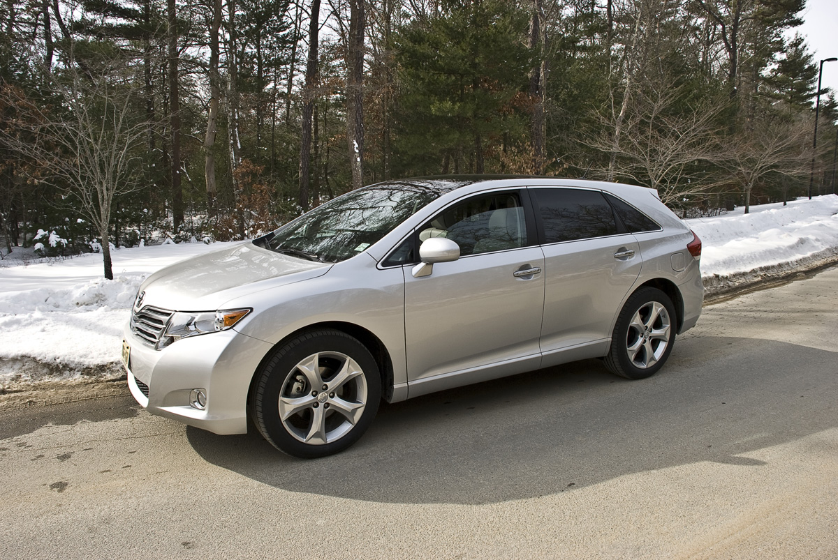 2010 toyota venza photos informations articles. Black Bedroom Furniture Sets. Home Design Ideas
