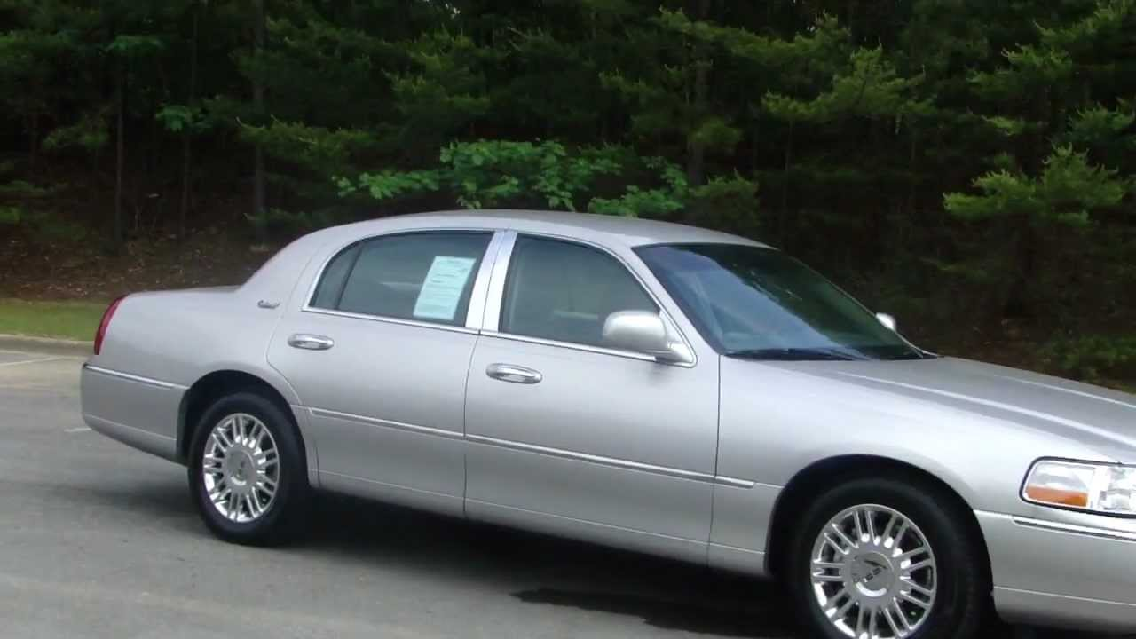 2011 Lincoln Town Car Photos Informations Articles