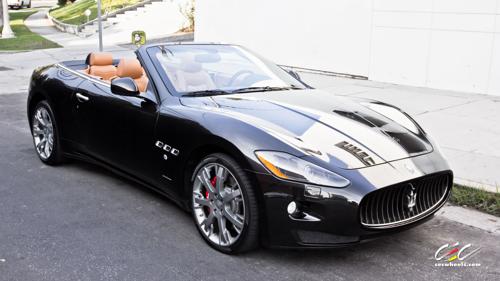 2011 maserati granturismo convertible photos informations articles. Black Bedroom Furniture Sets. Home Design Ideas