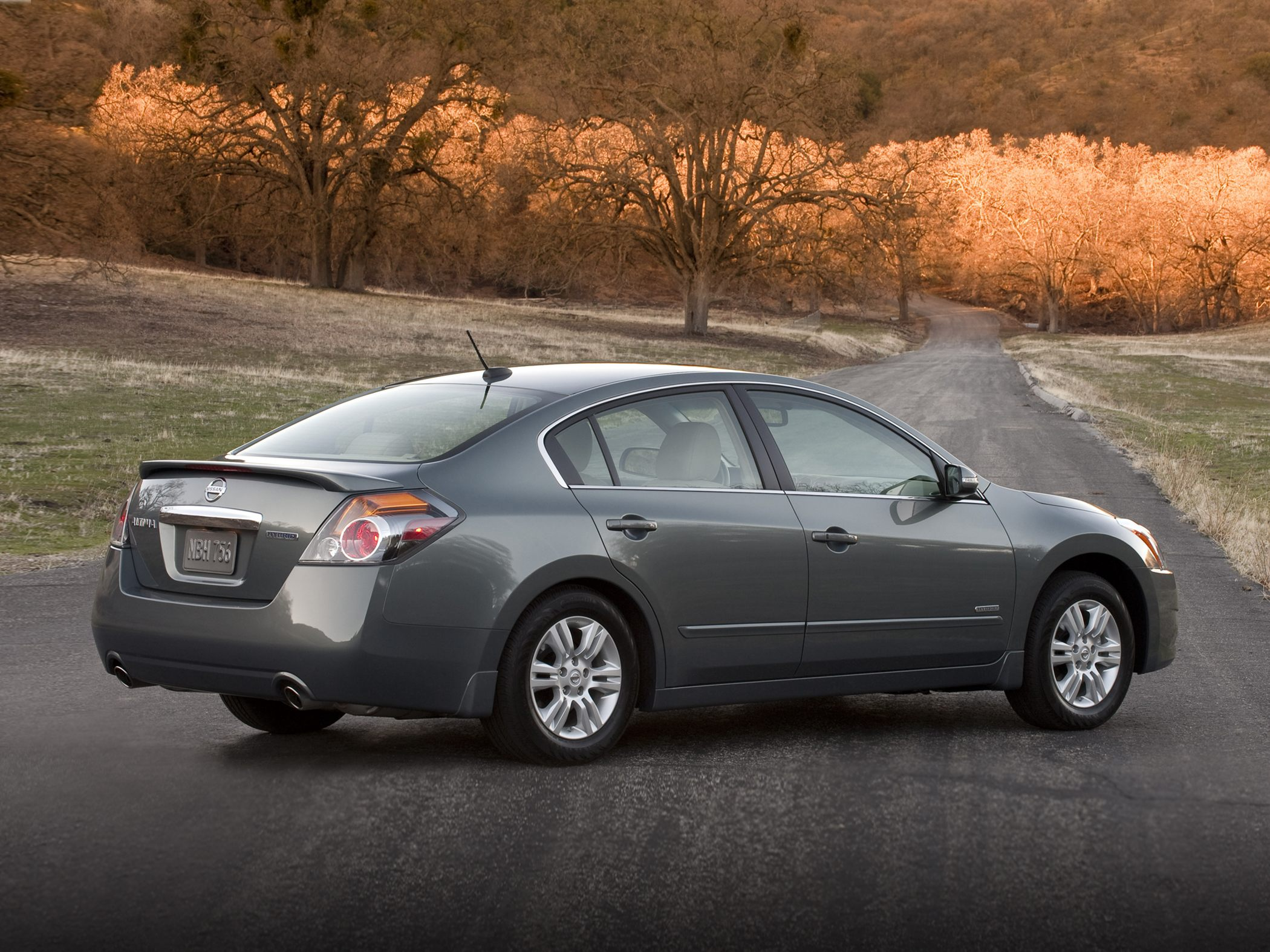 2011 Nissan Altima Hybrid Photos, Informations, Articles ...