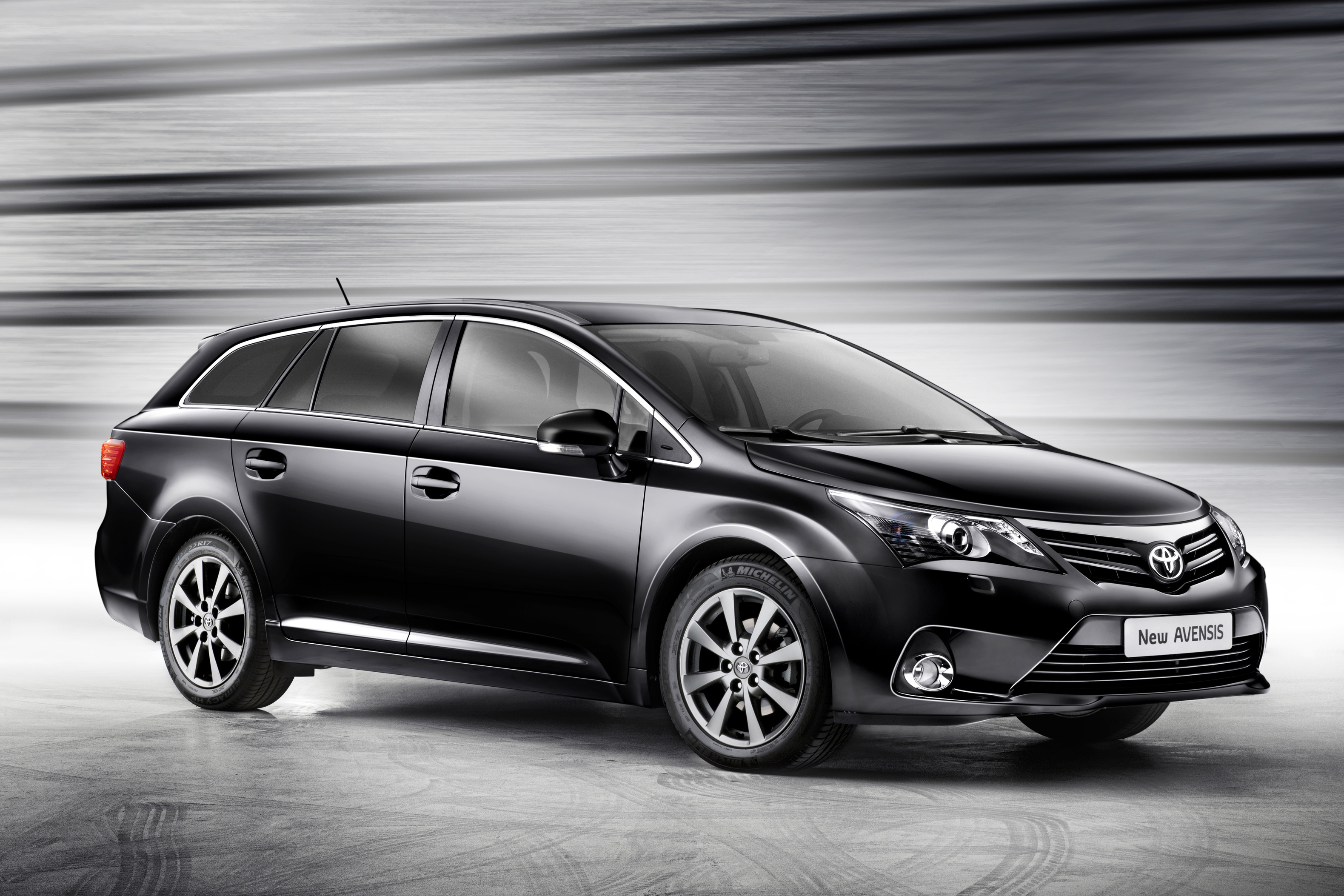 2011 toyota avensis photos informations articles. Black Bedroom Furniture Sets. Home Design Ideas