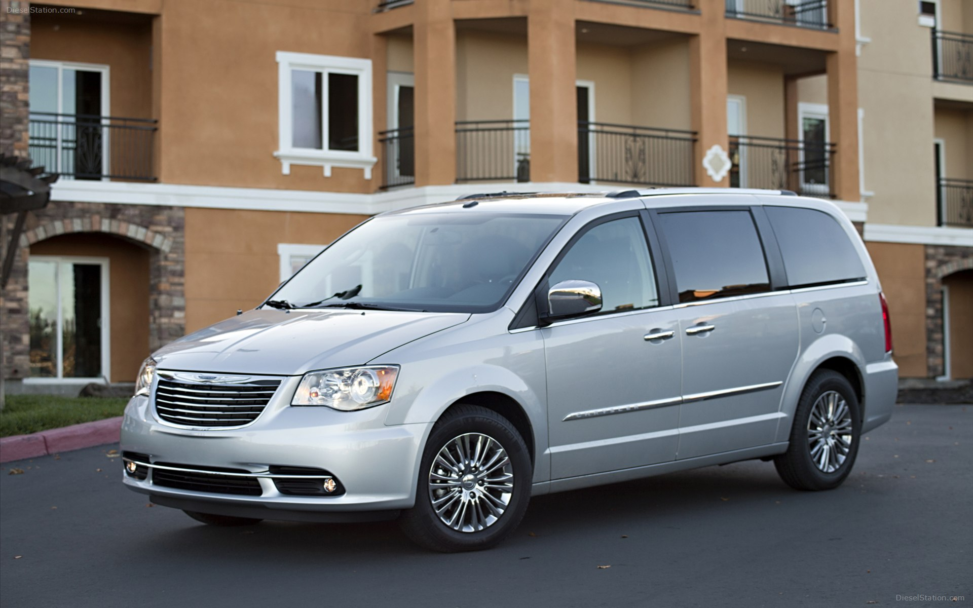 2012 Chrysler Town And Country s Informations Articles