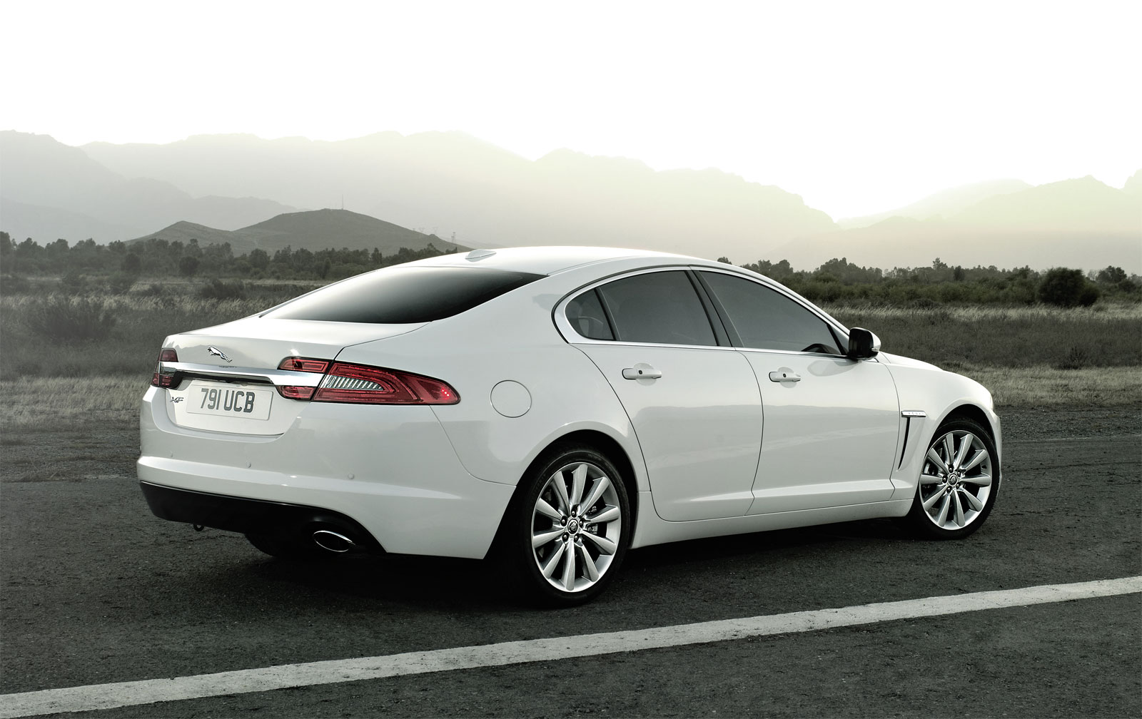 2012 jaguar xf photos informations articles. Black Bedroom Furniture Sets. Home Design Ideas