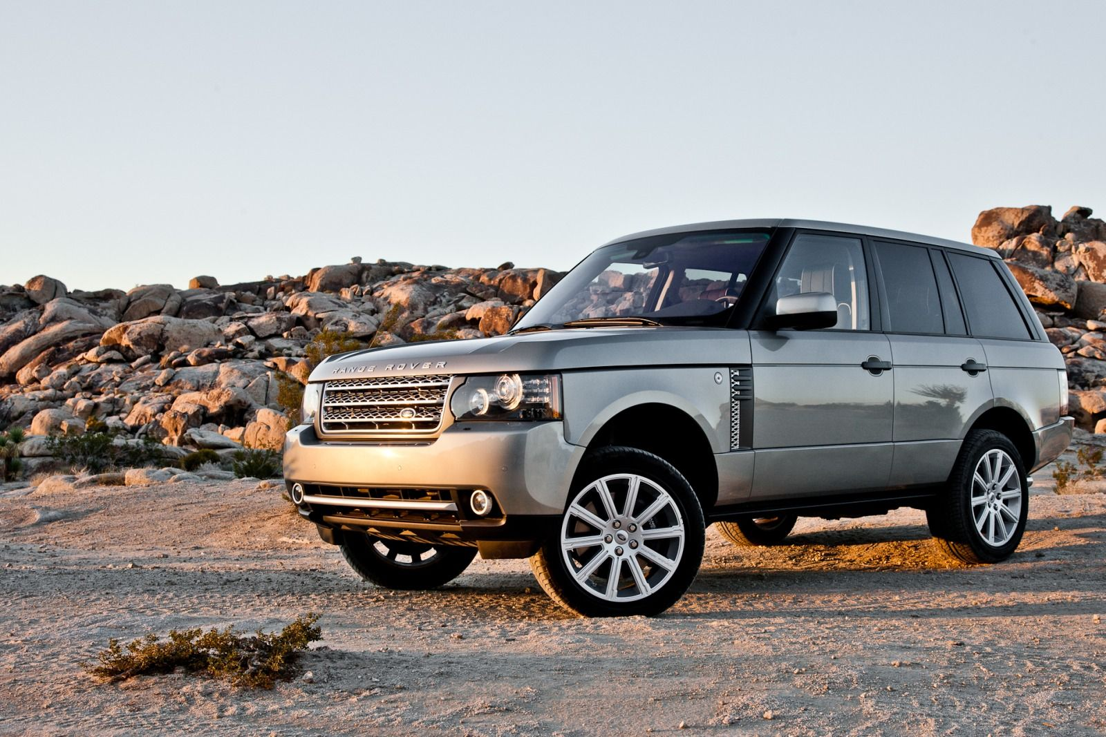 2012 land rover range rover photos informations articles. Black Bedroom Furniture Sets. Home Design Ideas