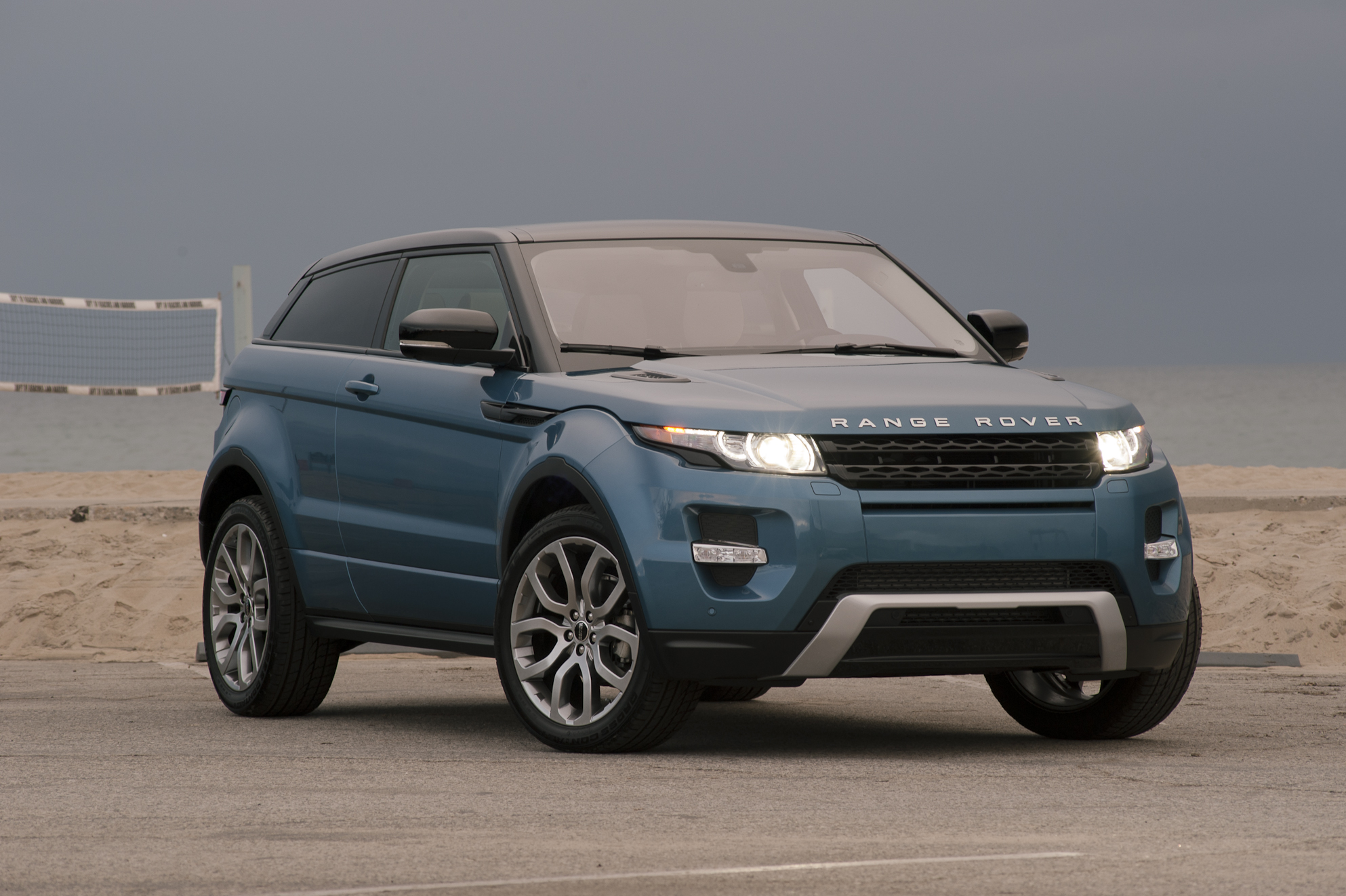 2012 land rover range rover evoque photos informations articles. Black Bedroom Furniture Sets. Home Design Ideas