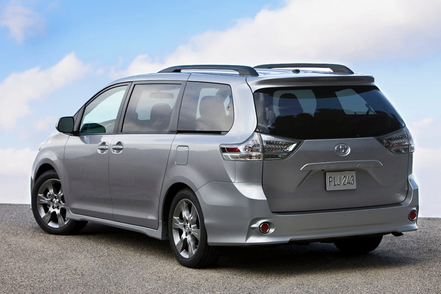 2012 toyota sienna photos informations articles. Black Bedroom Furniture Sets. Home Design Ideas