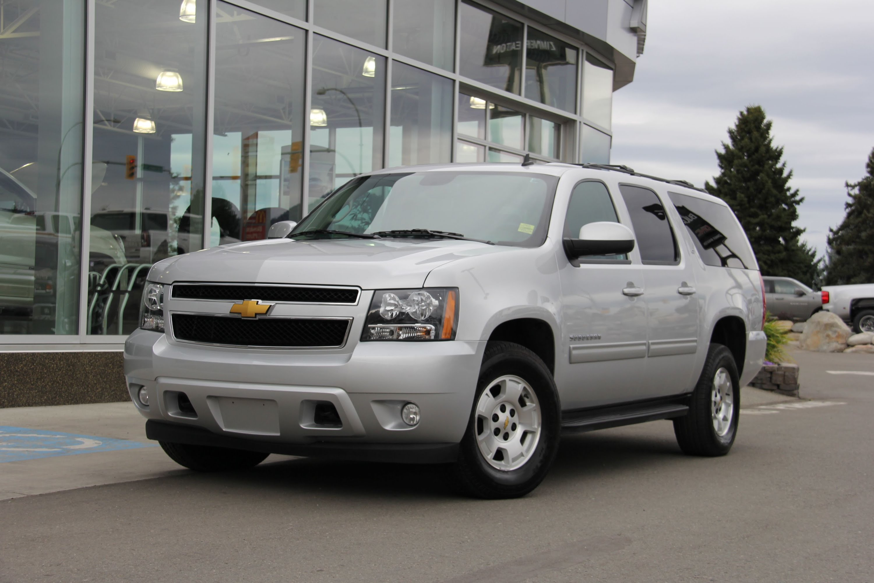2014 chevrolet suburban photos informations articles bestcarmag. Cars Review. Best American Auto & Cars Review