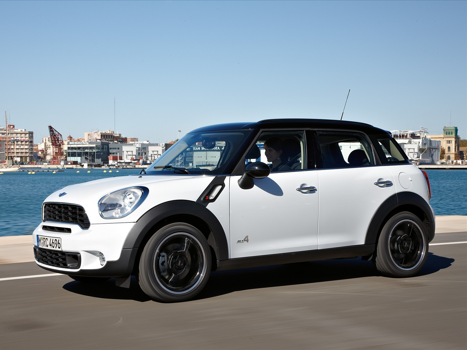 2014 mini cooper countryman photos informations articles. Black Bedroom Furniture Sets. Home Design Ideas