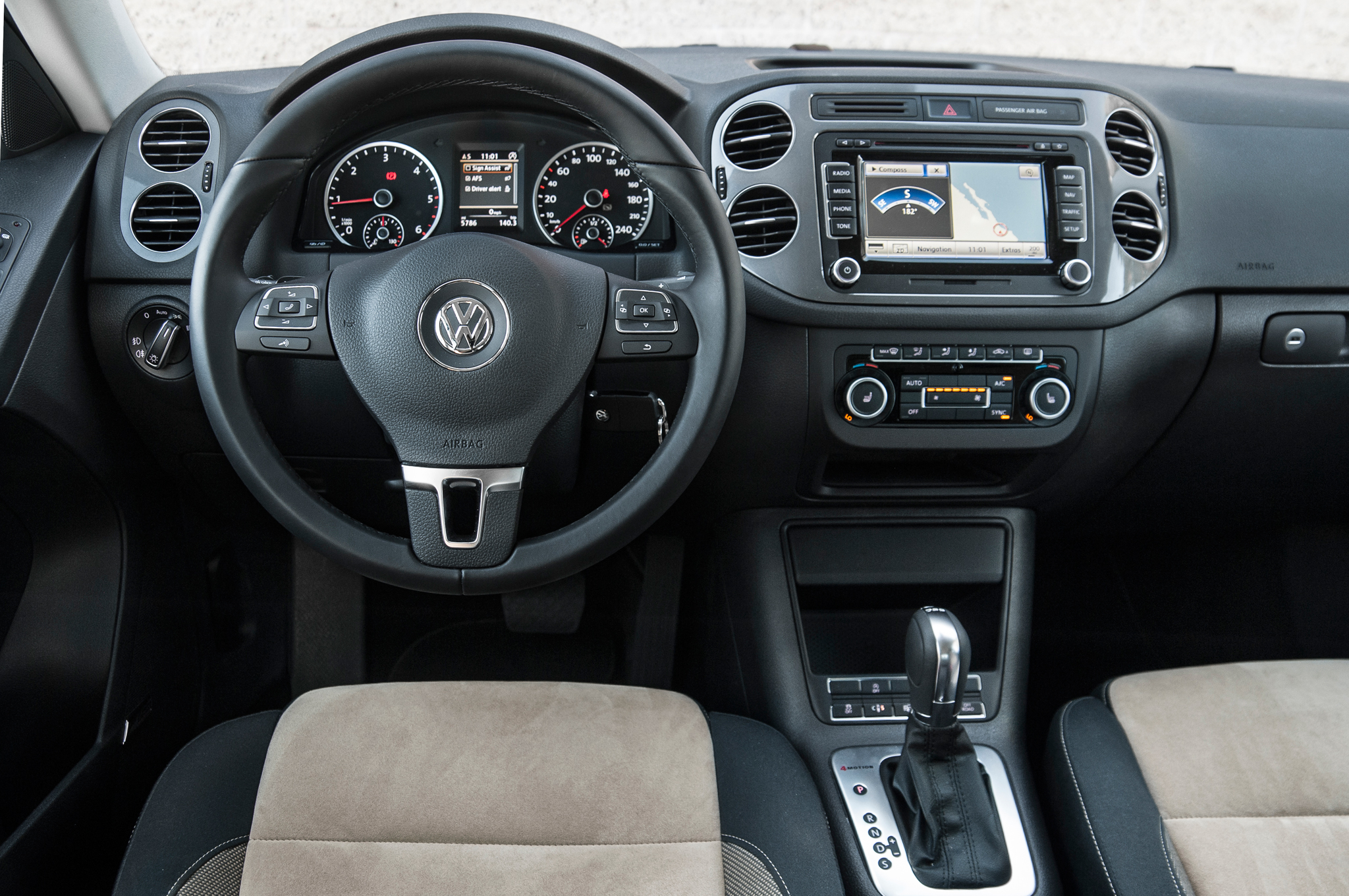 http://bestcarmag.com/sites/default/files/2014-volkswagen-tiguan-1315266-4773435.jpg