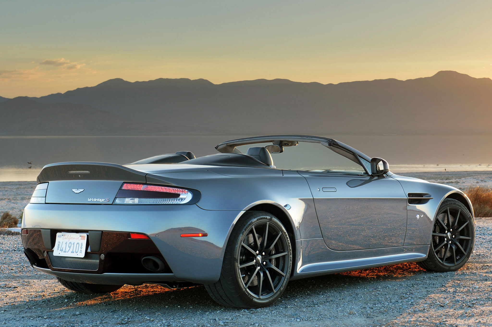 2015 aston martin v12 vantage s photos informations articles. Black Bedroom Furniture Sets. Home Design Ideas
