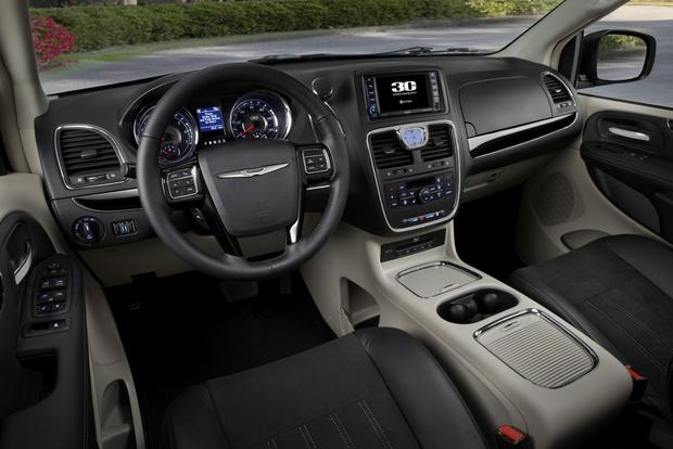 2015 Chrysler Town And Country #18