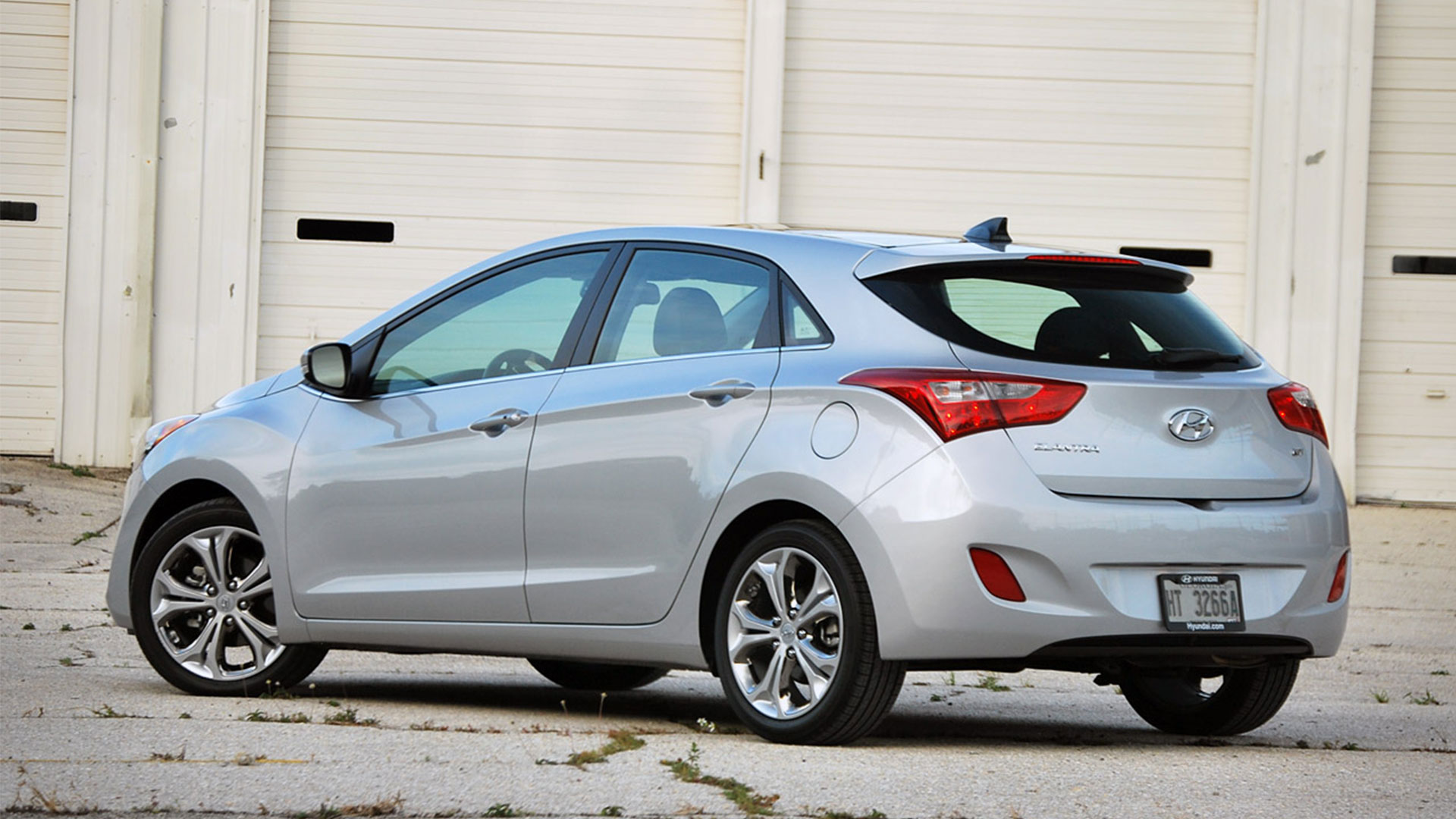 2015 hyundai elantra gt photos informations articles. Black Bedroom Furniture Sets. Home Design Ideas