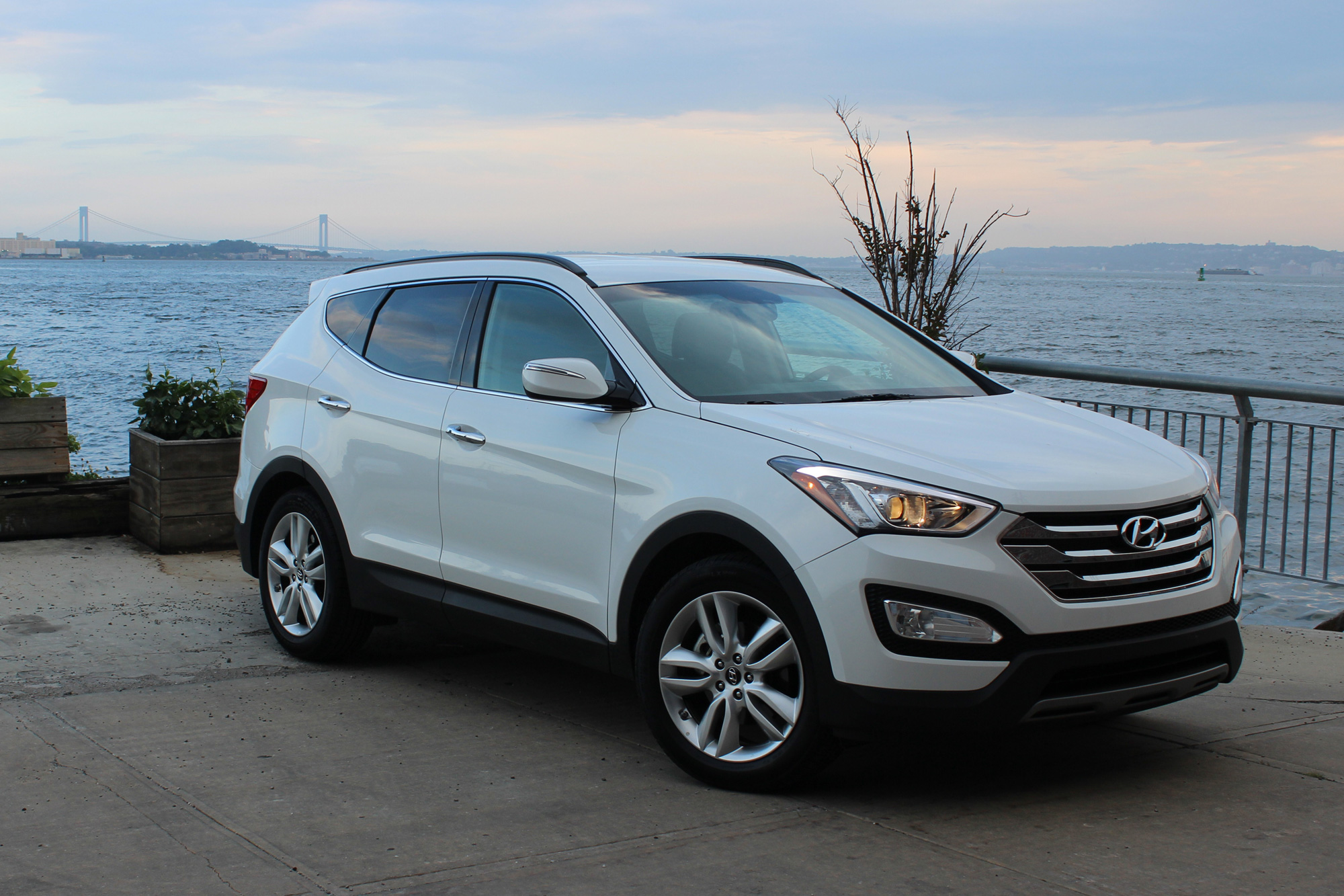 2015 hyundai santa fe sport photos informations articles. Black Bedroom Furniture Sets. Home Design Ideas