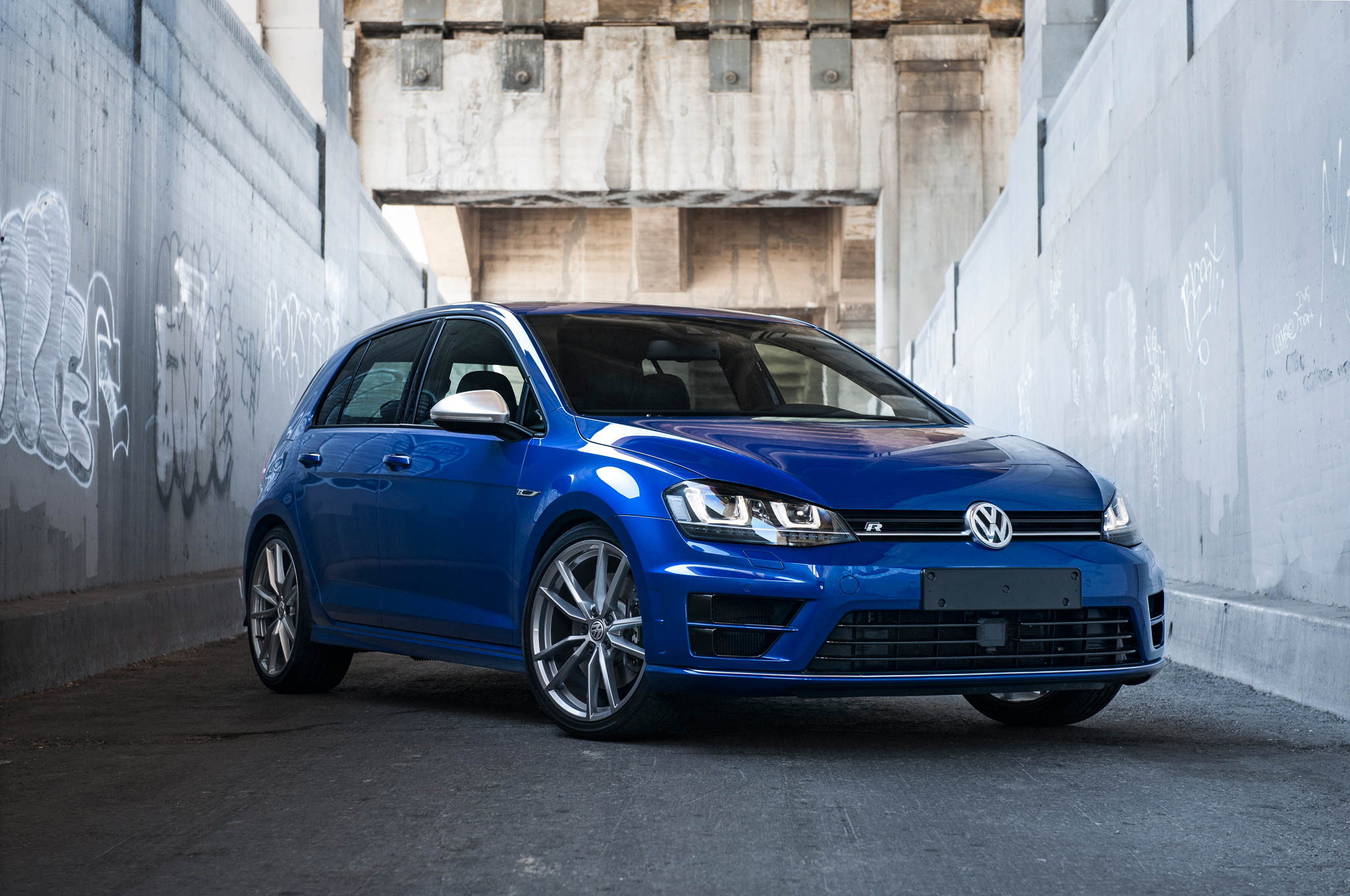 2015 Volkswagen Golf R #18