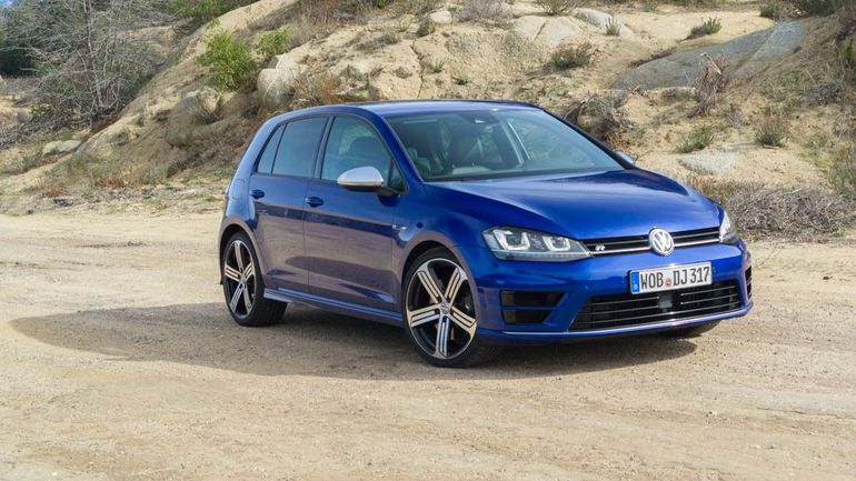 2015 Volkswagen Golf R #17