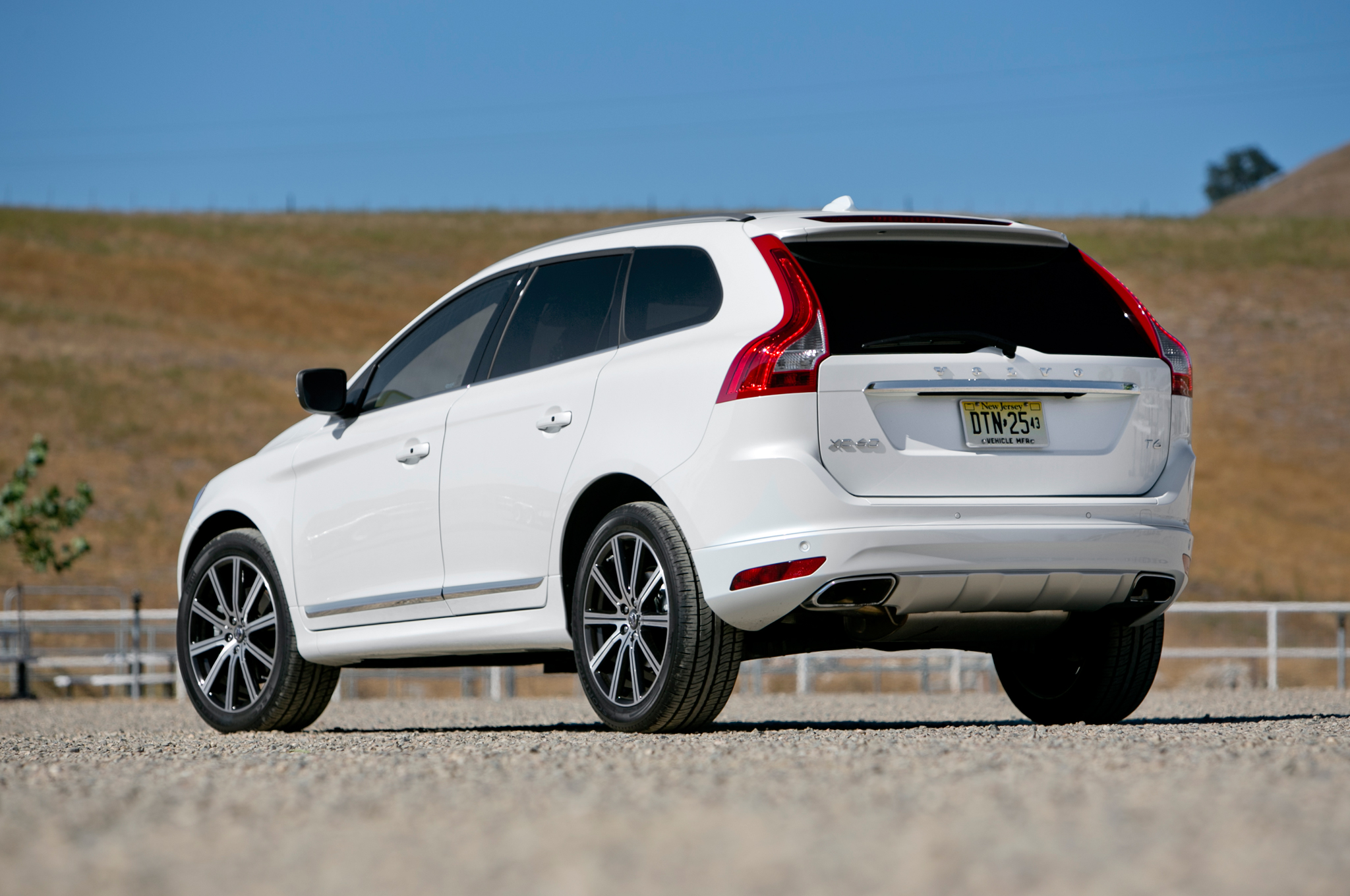 2015 volvo xc60 photos informations articles. Black Bedroom Furniture Sets. Home Design Ideas