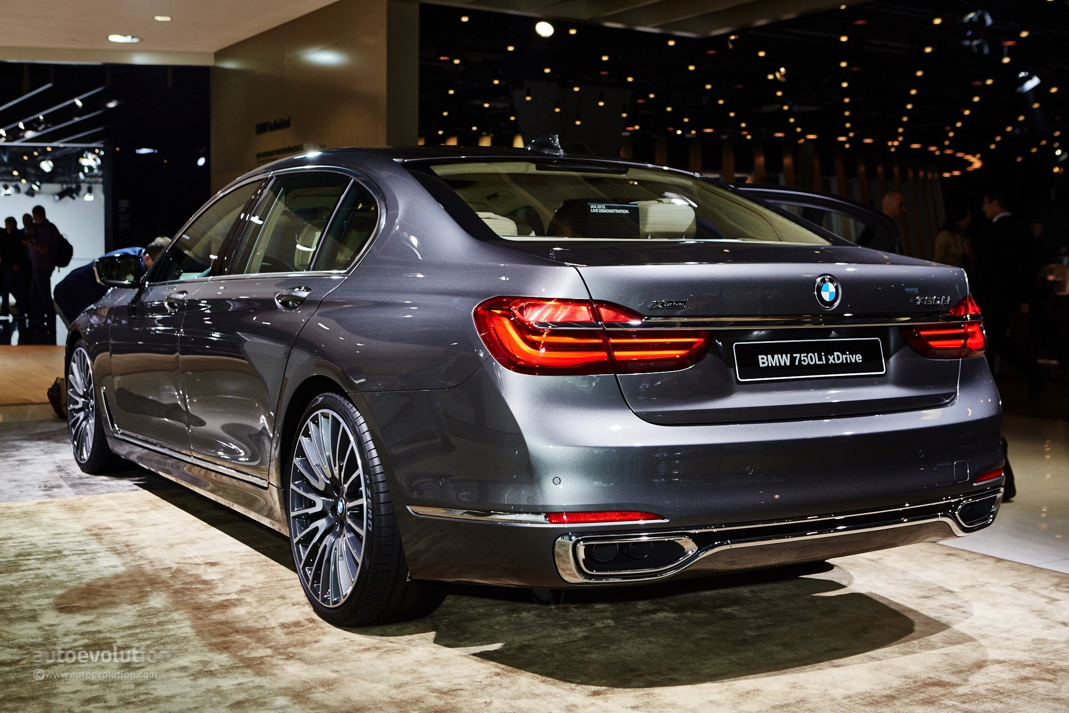 2016 bmw 7 series photos informations articles. Black Bedroom Furniture Sets. Home Design Ideas
