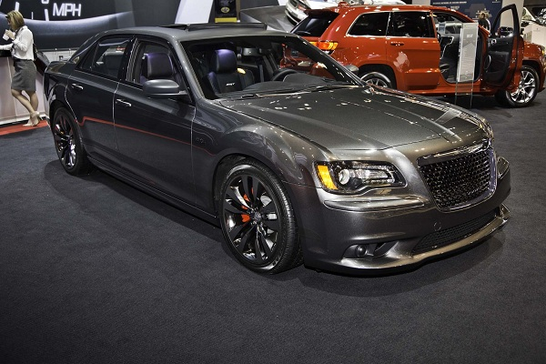 2016 Chrysler 300 16