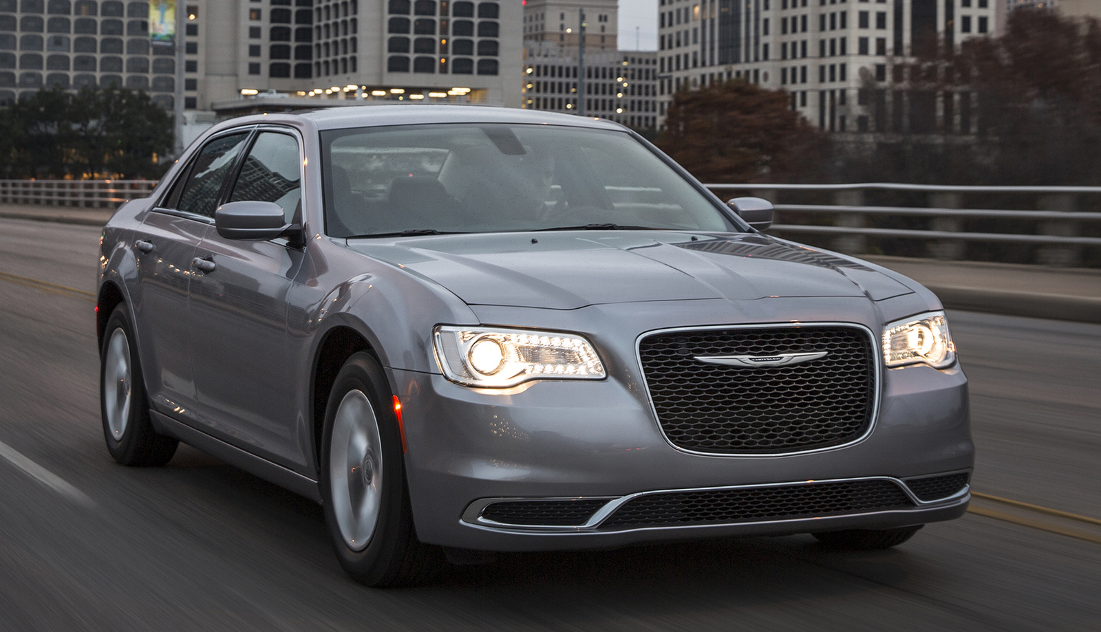 2016 Chrysler 300 #10