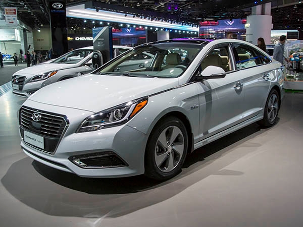 2016 hyundai sonata hybrid photos informations articles. Black Bedroom Furniture Sets. Home Design Ideas