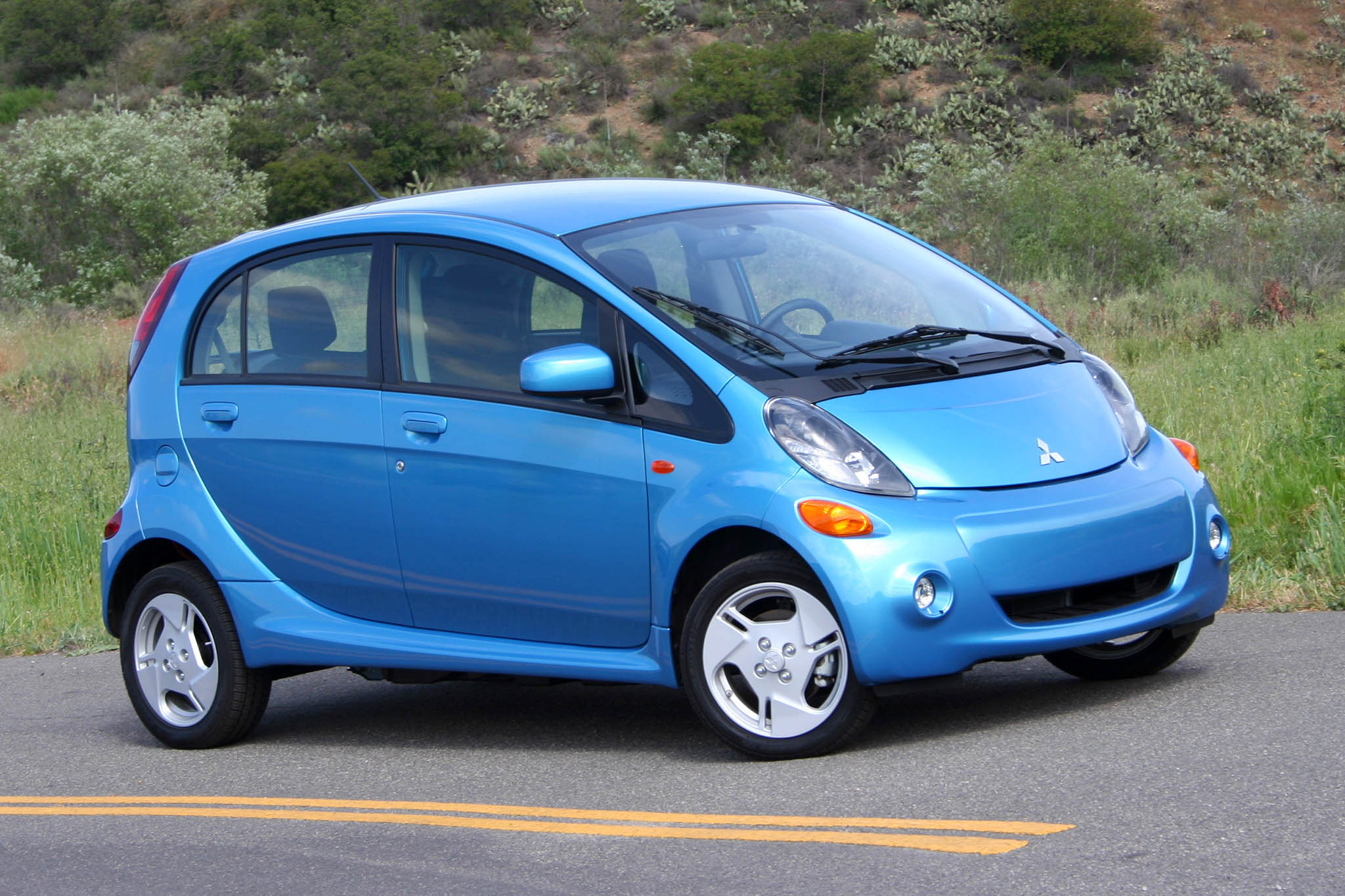 2016 Mitsubishi I-miev Photos, Informations, Articles - BestCarMag.com