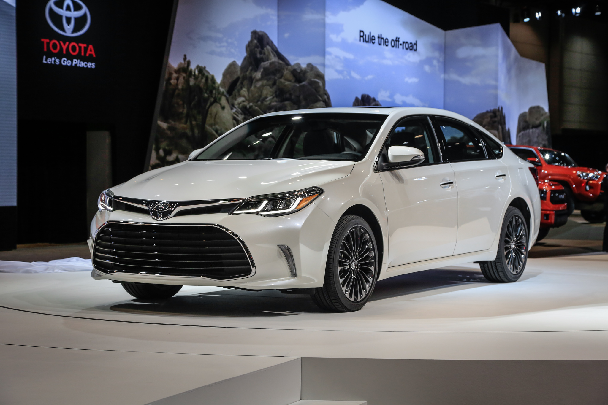 2016 Toyota Avalon Hybrid Photos