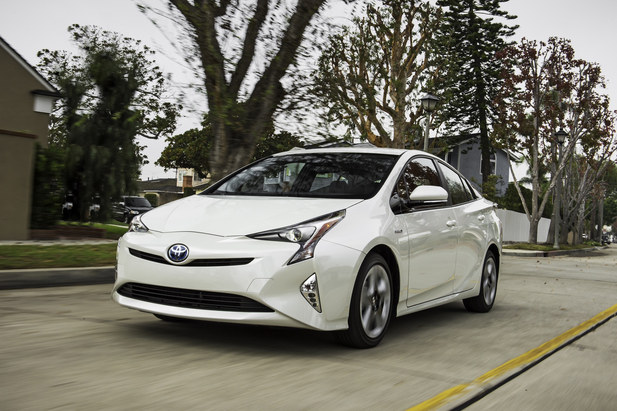 2016 toyota prius photos informations articles. Black Bedroom Furniture Sets. Home Design Ideas